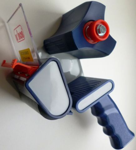 Диспенсер для клейкой ленты шириной до 50 мм